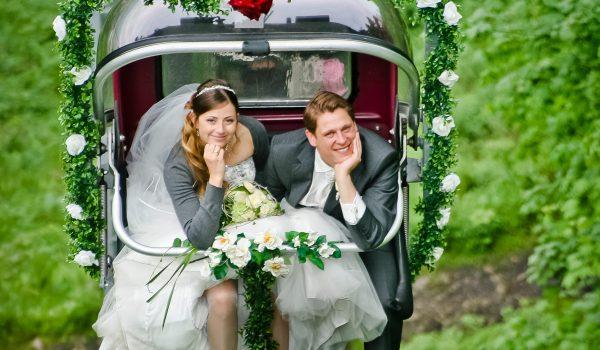 Brautpaar im Sessellift