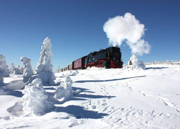Schmalspurbahn im Schnee